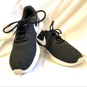 Nike Tanjun Running Shoes Style 812654-011